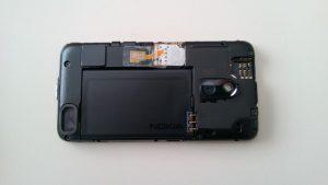 Lumia_620_arka_kapak_acik