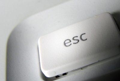 Apple-keyboard-esc